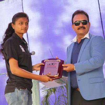 Shri Madan Lal Gives Award